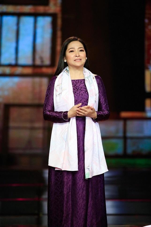 MC Quỳnh Hương viết sách ghi dấu thanh xuân hậu chia tay Thay lời muốn nói