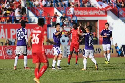 Văn Quyết sáng cửa lên tuyển Việt Nam, HLV Hà Nội nói gì?