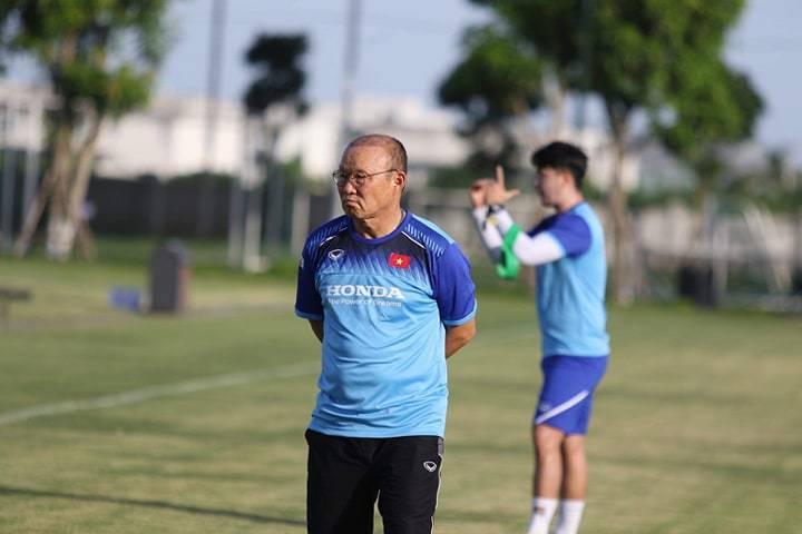 Thầy Park 'căng mắt' tìm Quang Hải, Văn Hậu mới cho U22 Việt Nam