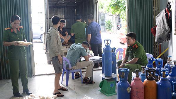 Bắt giữ số 'bóng cười' không nguồn gốc lớn nhất ở Đà Nẵng
