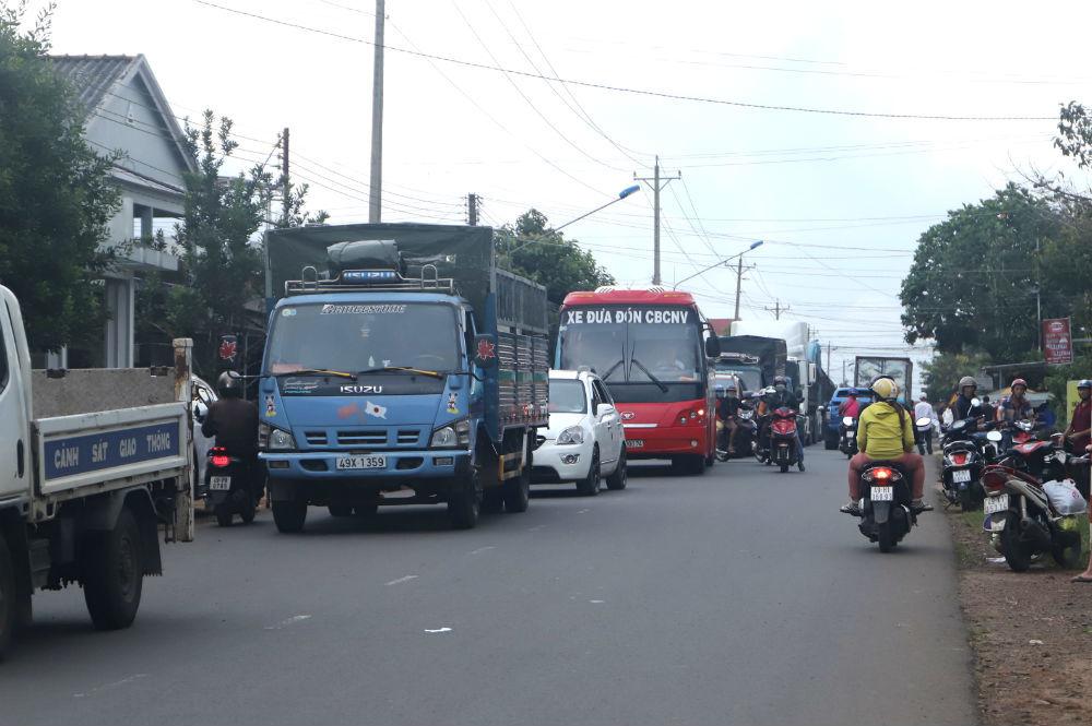 Người phụ nữ buôn ve chai bị xe tải kéo lê hơn 30m chết thảm ở Lâm Đồng