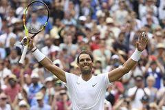 Nadal lấy vé tứ kết Wimbledon dễ như đi dạo
