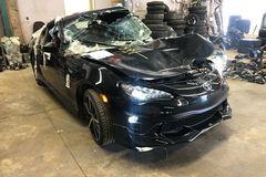 Ô tô Toyota bẹp rúm sau tai nạn vẫn chạy bình thường