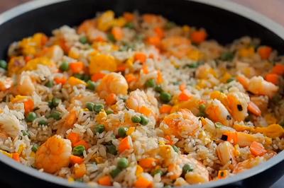 Công thức làm cơm rang hải sản đậm đà 'chống cháy' khi đói