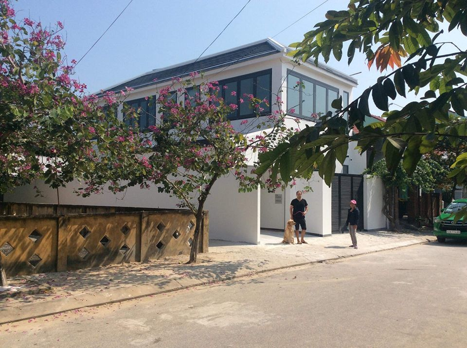 Cuộc sống giàu có của cặp vợ Việt chồng Tây trong biệt thự 350m2 ở Hội An