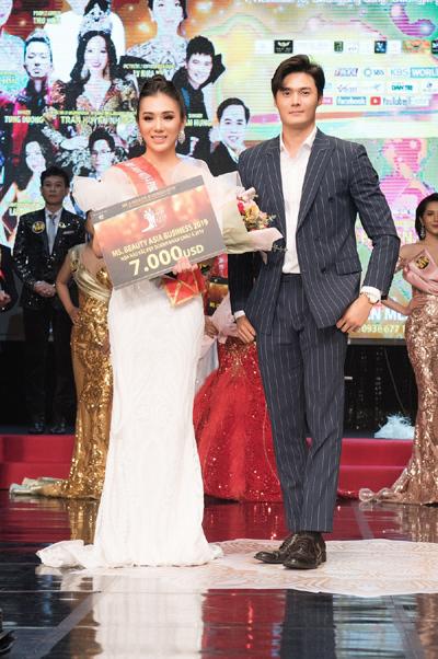 Lôi cuốn từng phần thi đêm chung kết Ms & Mr Asia Business 2019
