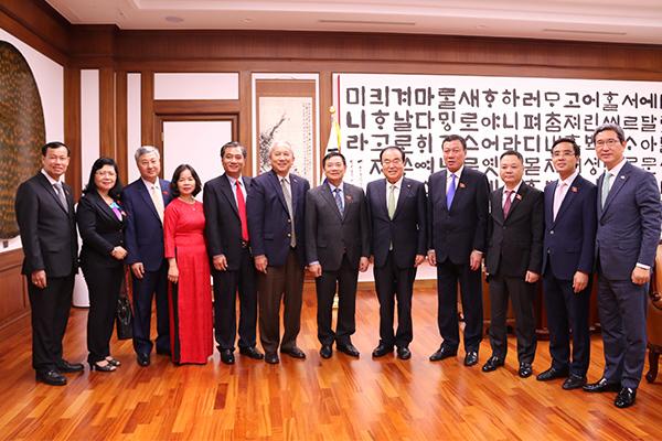 Chủ tịch QH Hàn Quốc: Không để tái diễn cô dâu Việt bị chồng bạo hành
