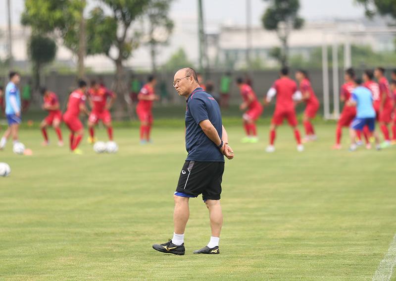 Sắp đổi lịch V-League, thầy Park được chiều hết cỡ