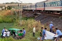 Tàu SE1 tông taxi văng hàng chục mét, 2 người chết ở Quảng Ngãi