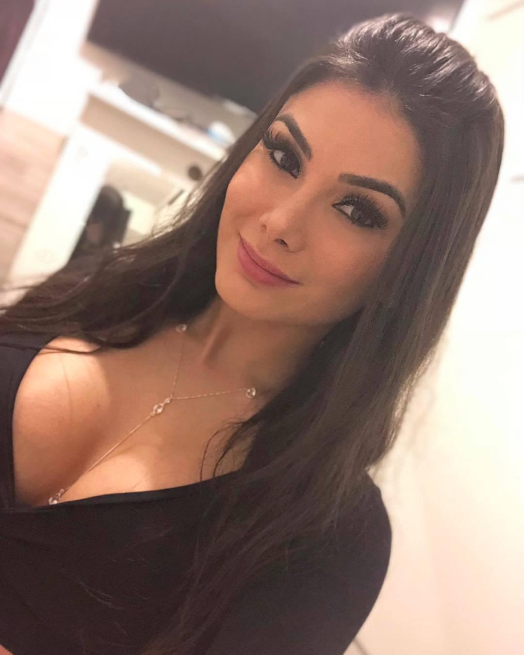 Romario hẹn hò nữ sinh 22 tuổi đẹp 'bốc lửa'