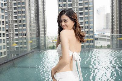 Em gái hot girl của NTK Đức Vincie khoe dáng gợi cảm với bikini