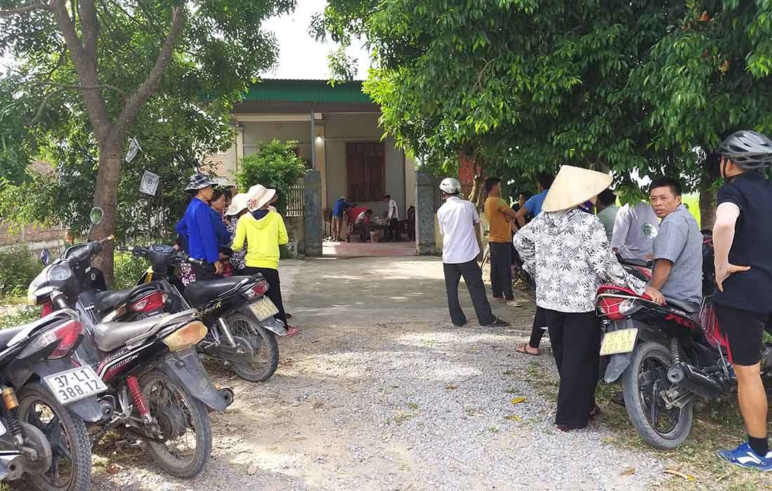Hiện trường kẻ bịt mặt đâm chết nữ nhân viên bán xăng ở Nghệ An