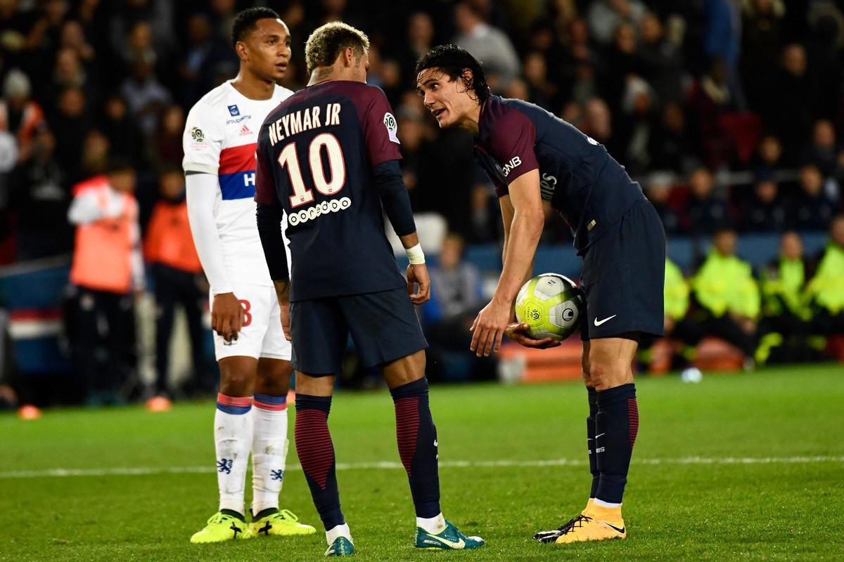 Neymar giữa tiền, người đẹp và vô kỷ luật