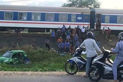 Train-car collision kills two, injures three in Quang Ngai