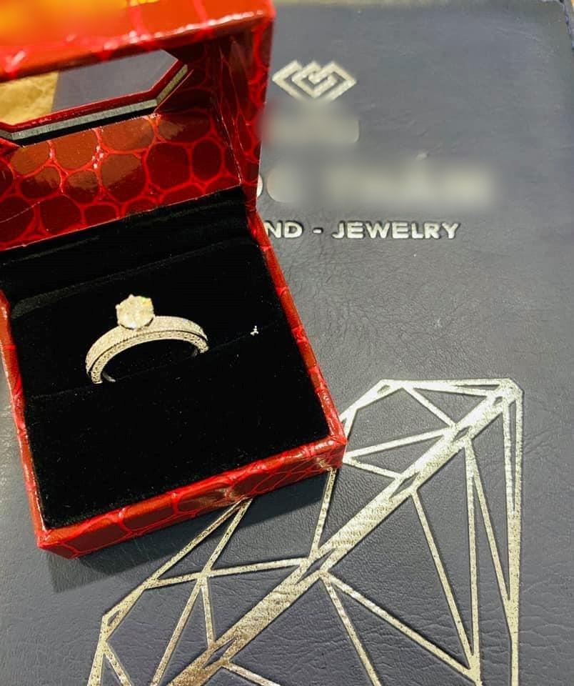 Hải Băng được chồng tặng nhẫn kim cương, túi hàng hiệu, xế hộp
