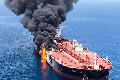 Iran dọa đánh chìm tàu chiến, phá hủy căn cứ quân sự Mỹ