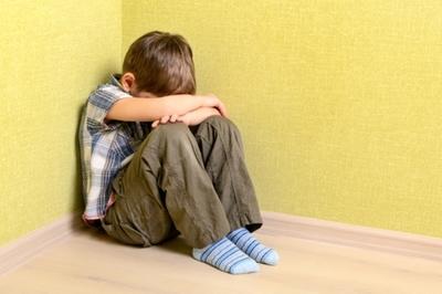 Sai lầm khi cha mẹ âu yếm, vỗ về con sau những trận đòn roi
