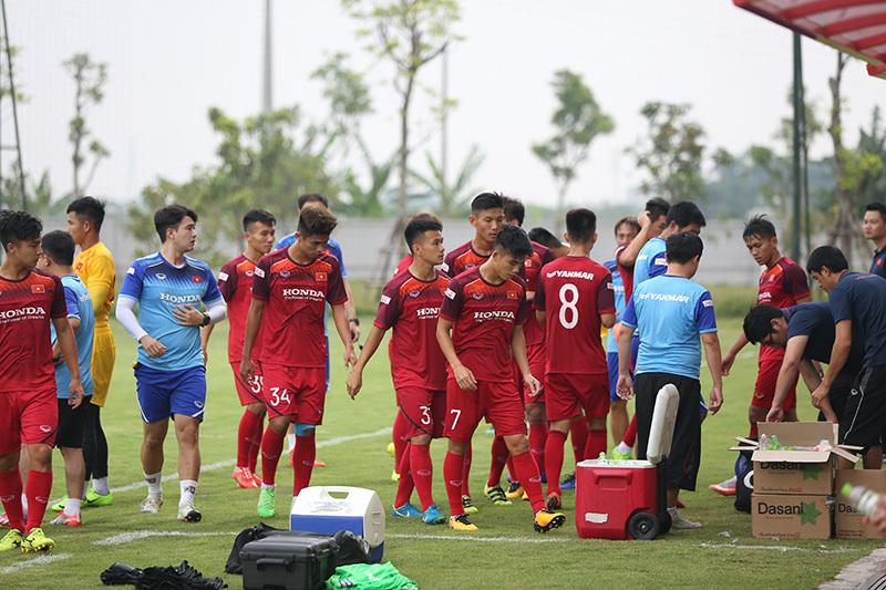 Martin Lo 'tịt ngòi', U23 Việt Nam thắng sát nút đàn em U18