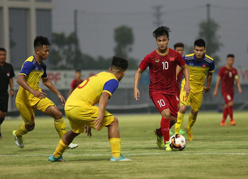 Thầy Park 'đỏ mắt' tìm ngọc thô cho U23 Việt Nam