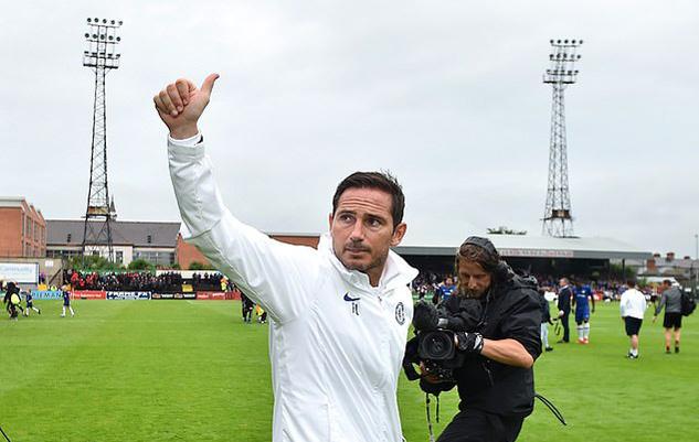 Chelsea bị 'đàn em' cầm hòa, Lampard ra mắt kém vui