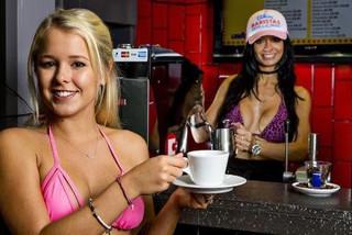 Cà phê bikini ai cùng tò mò, đêm nào cũng muốn đến 1 lần