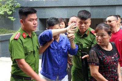 Sau màn che mặt bật khóc, Hưng 'kính' lại hầu tòa
