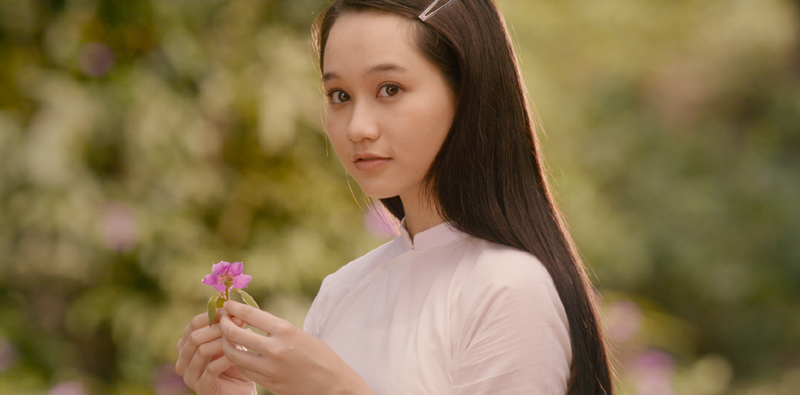 Cuộc so găng giữa tình ngây thơ 'Mắt biếc' và phim cởi 100% 'Chị chị em em'