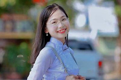 Nữ sinh lớp 10 bị ung thư máu quyên tiền ủng hộ cảnh sát Hà Tĩnh