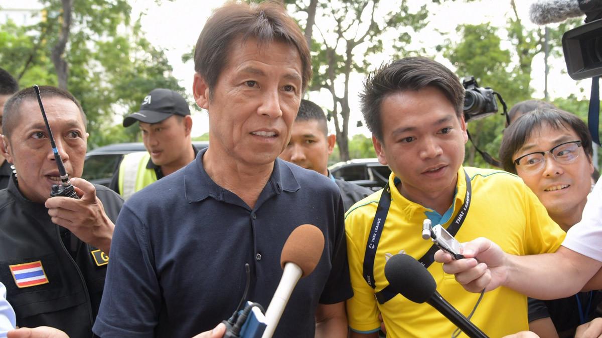 Thái Lan sợ HLV Nhật Bản 'bỏ của chạy lấy người'