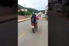 Kết đắng cho tài xế phô tài diễn xiếc giữa đường