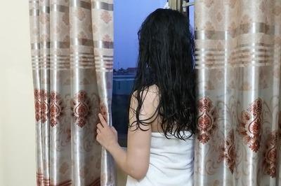 Đi giao đồ ăn tại nhà nghỉ, anh chàng shipper tá hỏa khi thấy cô gái quấn khăn tắm