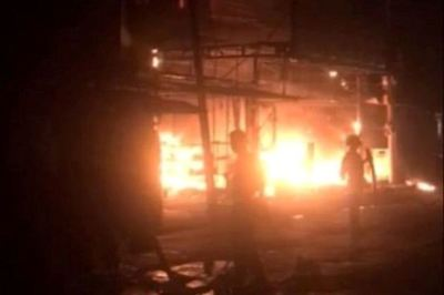 Lửa bao trùm kèm nổ lớn thiêu rụi trung tâm điện máy ở Hải Phòng