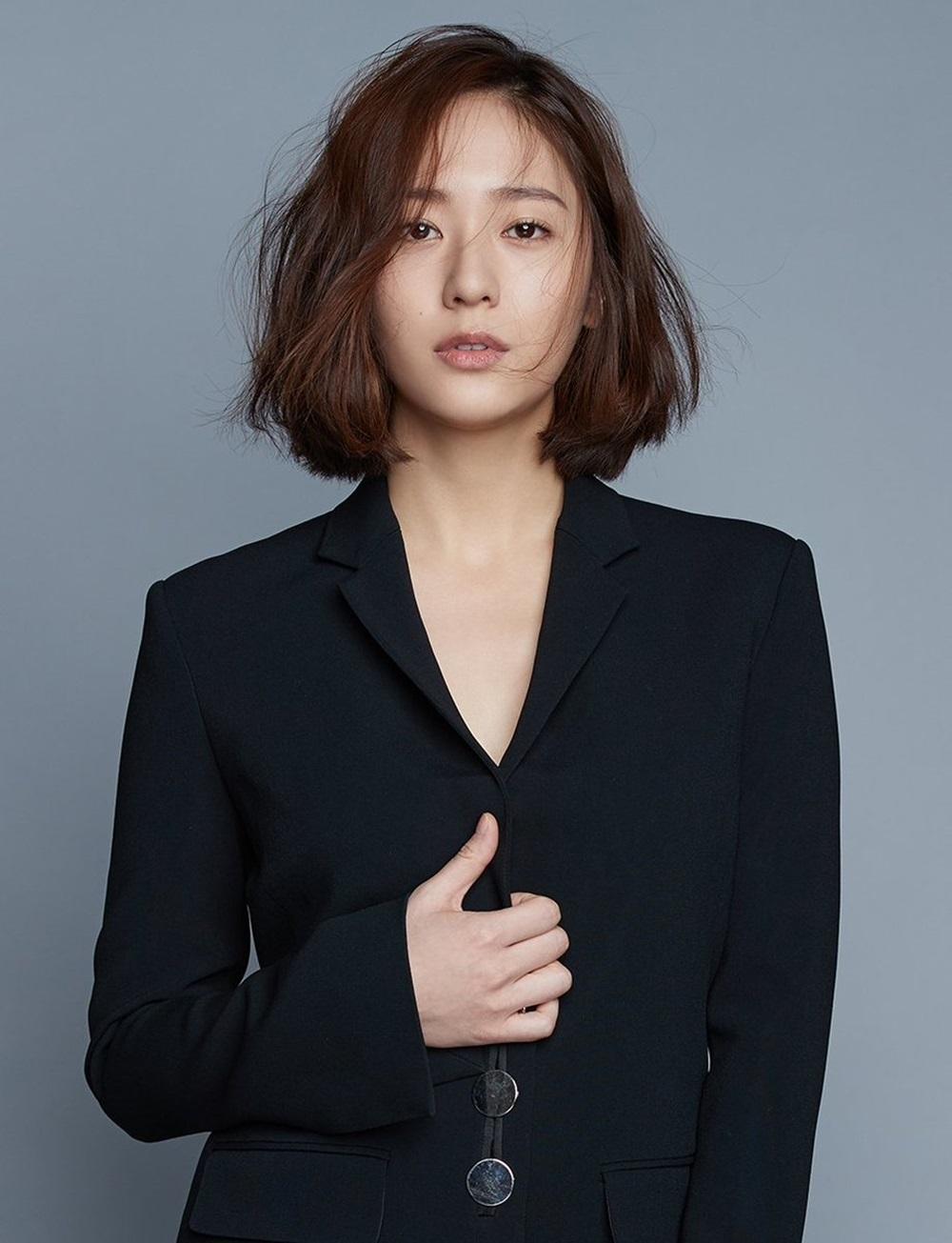 Vợ Lee Byung Hun tiết lộ lý do không muốn xuất hiện cùng chồng
