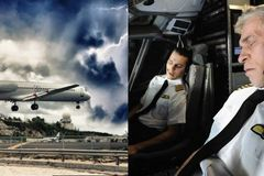 Phi công ngất xỉu đột ngột khi máy bay đang chở 90 người