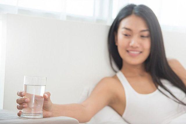 Image result for uống nước sau khi dậy