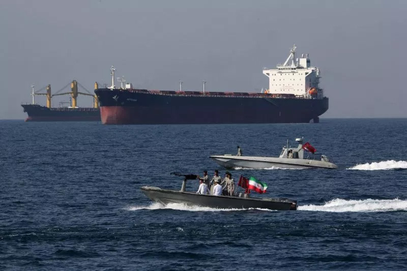 Căng với Iran, ông Trump đòi Hàn – Nhật đưa quân tới Eo biển Hormuz