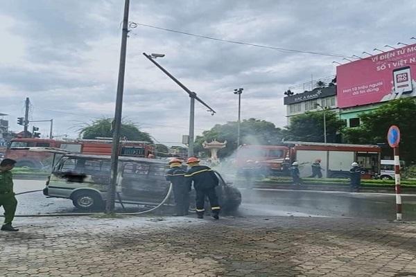 cháy xe,cháy ô tô,Hà Nội
