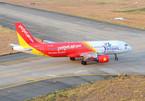 Máy bay Vietjet Air nhầm đường lăn, máy bay khác đang hạ cánh phải bay vọt lên