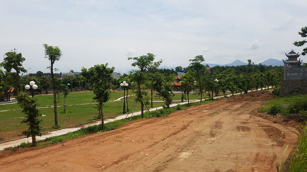 Văn Miếu Vĩnh Phúc như vườn hoang dù ngốn 6 tỷ cho cây cối