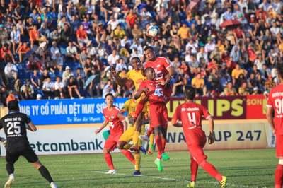Thanh Hoá thắng SLNA, Nam Định khiến Viettel ôm hận