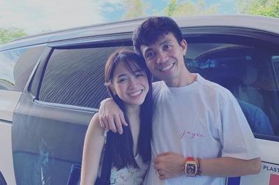 Minh Nhựa chụp ảnh với con gái 20 tuổi, dân mạng nói 'như hai anh em'