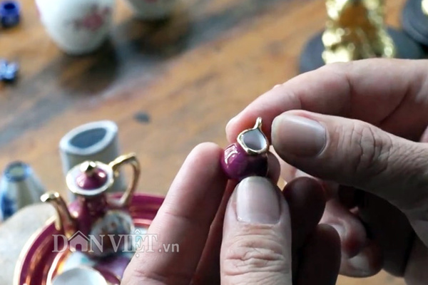 Bộ sưu tập gốm: bình trà, ly, tách,... siêu tí hon độc nhất miền Tây