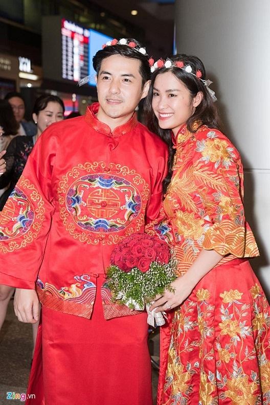 Đông Nhi, Ông Cao Thắng mặc lễ phục, tổ chức 'lễ cưới' tại sân bay