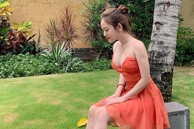 Hai cô gái thị phi: Người khoe xe tiền tỷ, người ngày càng sexy