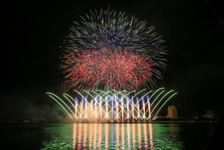 Spectacular fireworks shows in Danang light up the skies in the name of 'Love'