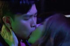 Quốc Trường kể hôn Quỳnh Nga 10 lần ở quán bar, miệng dính đầy son