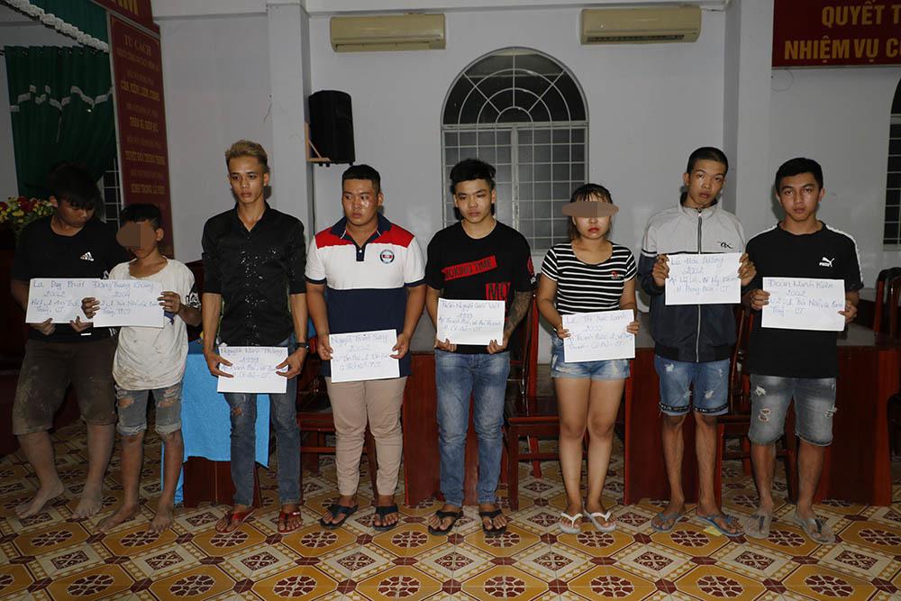 Cô gái Cần Thơ và 60 thanh niên đua xe bị công an đưa về đồn