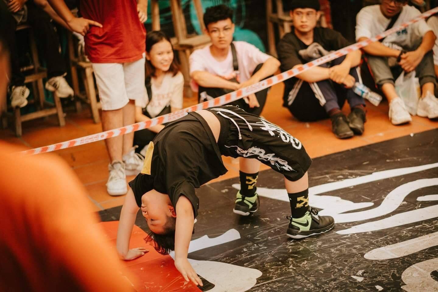 Cậu bé 9 tuổi Hà thành khiêu vũ ấn tượng