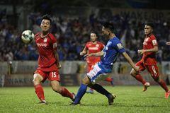 Vòng 15 V-League: HAGL thảm bại, TPHCM đòi lại ngôi đầu
