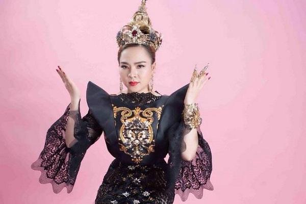 Hão danh 'Nữ hoàng văn hóa tâm linh'